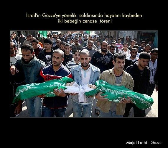 1- İsrail'in Gazze'ye yönelik saldırısında ölen iki bebeğin cenaze töreni. (Majdi Fathi - Gazze)