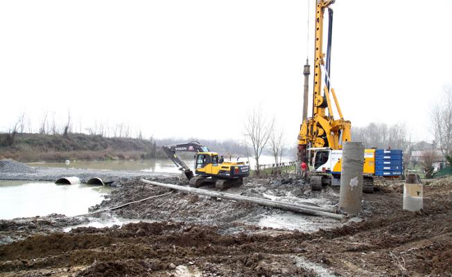 Yeni köprüde çalışmalar başladı