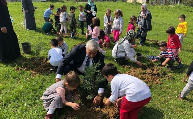 Yenikent'in Minik Elleri Çam Fidanlarını toprakla buluştu…
