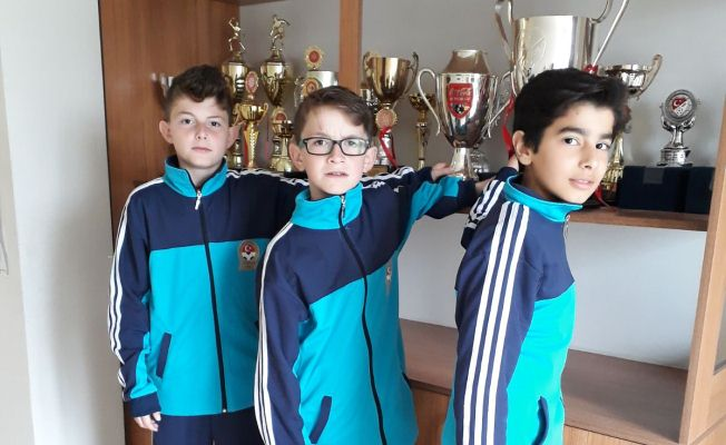 Zübeyde Hanım Ortaokulu'ndan Antalya'daki maça 3 öğrenci katıldı