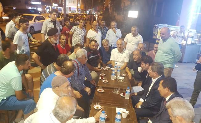 Eski Başbakan Ahmet Davutoğlu Vatandaşlarla çay içti