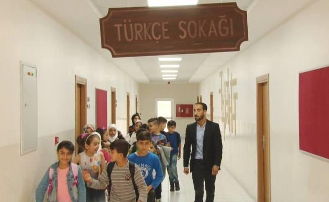 Sığınmacı Öğrenciler Türkçe Öğreniyorlar