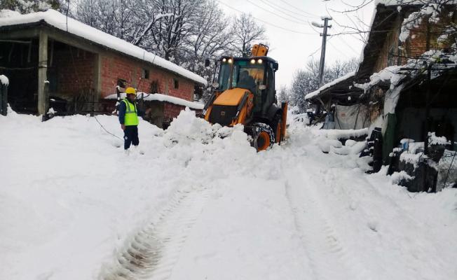 SASKİ ekipleri karla mücadele için sahada