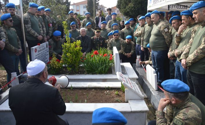 25 Yıl Sonra Şehit Komutanlarının Mezarında Buluştular