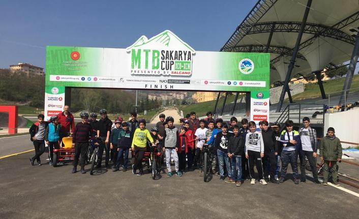 Genç sürücüler Ayçiçeği Bisiklet Vadisi'nde