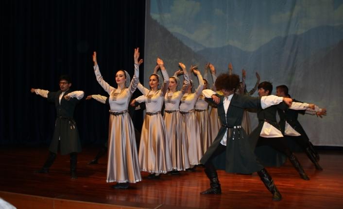 Apsınra Dans Topluluğu yılsonu gösterisi görülmeye değerdi
