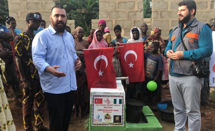 Nijerya'ya 12 su kuyusu açarak; kumanya bayramlık ve Kuranı Kerim dağıttılar