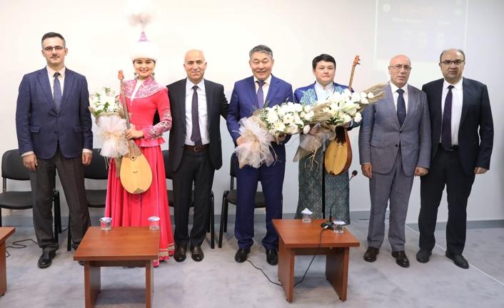 Kazak halkının üç ulu çınarı SUBÜ'de anıldı