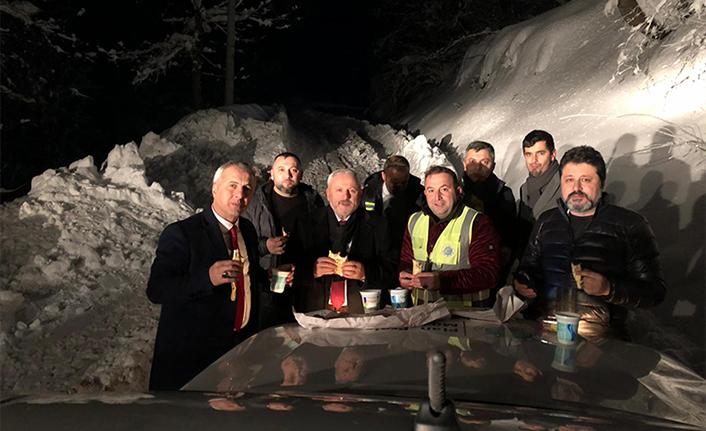 Gece Çalışan Kar Timine Jest Yaptı