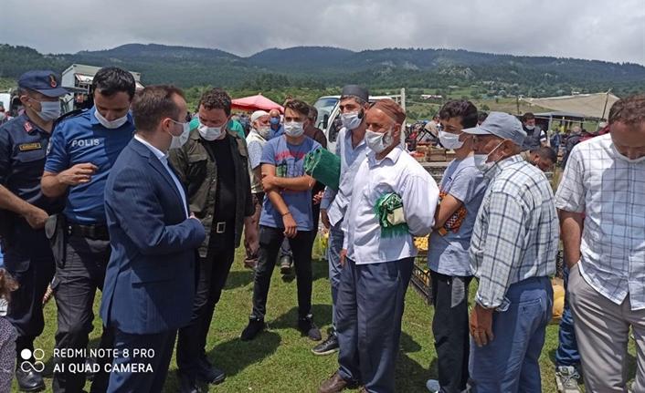 Abdullah Arslantürk karagöl yaylasında kurulan pazarda esnafları zi̇yaret etti̇