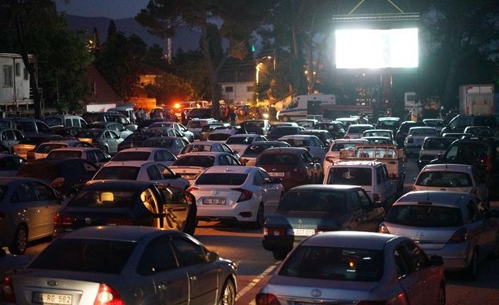 Pamukova'da arabada sinemaya yoğun ilgi