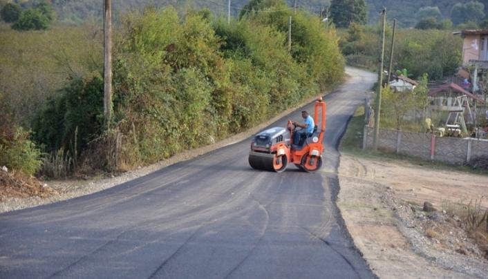Karasu'da Asfalt Çalışmaları Şehit Ferhat Sözer Caddesiyle Devam Ediyor