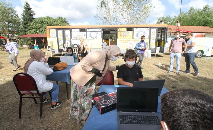 'Mobil Destek Araçları' internet erişimi olmayan bölgelerde öğrencilere hizmet götürüyor