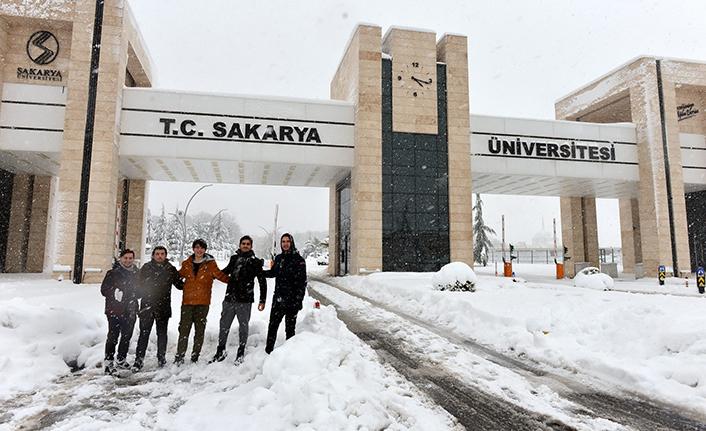Sakarya Üniversitesi Beyaza Büründü