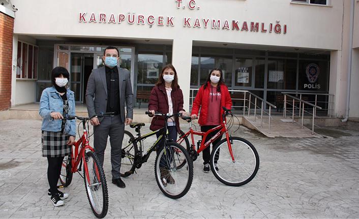 Karapürçek'te Bilgi Yarışması Ödülleri Verildi