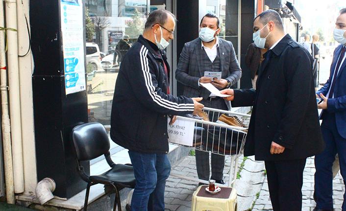Deva Partisi 1. yılını sokakta esnafla, halkla birlikte kutladı