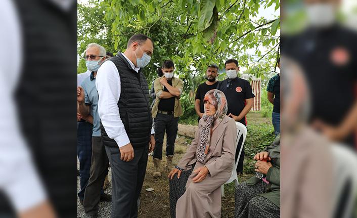 Vali Kaldırım Karasu'da Nehirde Kaybolan Genci Arama Çalışmalarını Yerinde İnceledi