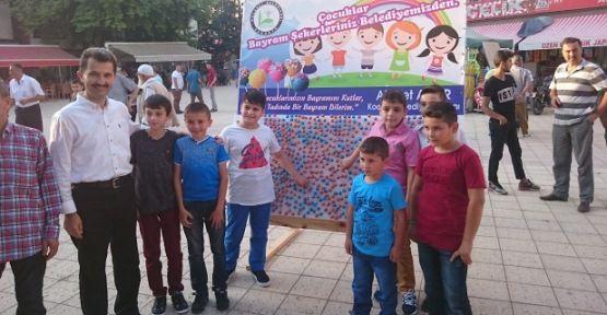 Çocukların Bayram Şekerleri Başkan Acar`dan