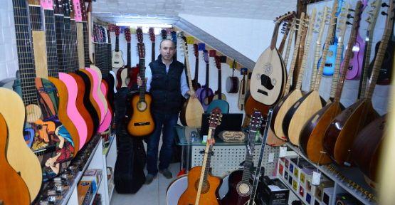 Gitar'a Gençlerden Yoğun İlgi