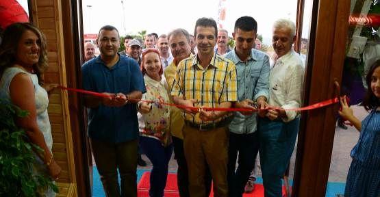 Karasu Belediye Başkanı Deniz Cafe Bistro'nun Açılışını yaptı