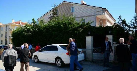Karasu Belediye Başkanı'nın evi kurşunlandı