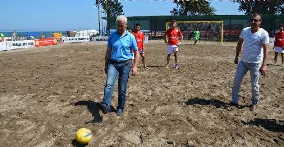 Karasu Plaj Futbolu Başladı