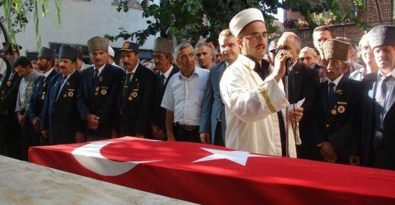 Kıbrıs Gazisine Askeri Tören