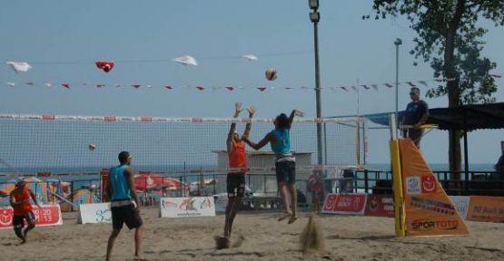 Plaj Voleybol Balkan Şampiyonası Final Etabı Karasu'da Başladı