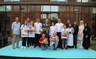 En özel pastalar anneler için yarıştı