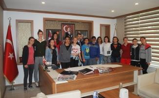Sakarya Bayan Futbol Takımı Başkan ACAR'ı Ziyaret etti