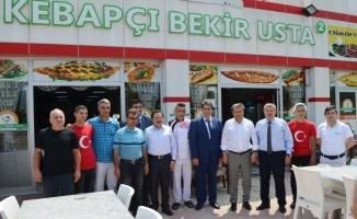 Vali İrfan Balkanlıoğlu'ndan Kebapçı Bekir Usta'ya ziyaret