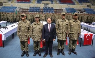 Vali Balkanlıoğlu Askerlerin Yemin Törenine Katıldı