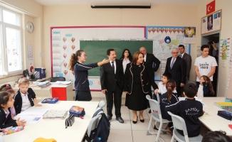 Vali Balkanlıoğlu'ndan Okullara Ziyaret
