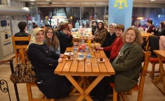 Kırımlı Türkler; kadınları yemekte ağırladı