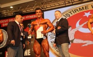 Sakaryalı Kürşat Demirci Vücut Geliştirme'de Türkiye Şampiyonu oldu