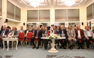 """Vali Balkanlıoğlu, """"Borsa'da Sakaryalı Yatırımcı Olmak"""" Konulu Panele Katıldı"""