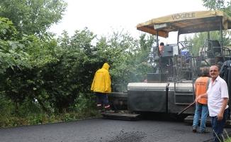 Akyazı Merkez Yeniköy asfaltla buluşuyor