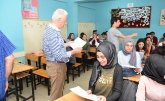 Başkan İspiroğlu, Öğrencilerin Karne Heyecanına Ortak Oldu