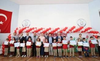 Vali Balkanlıoğlu Öğrencilerin Karne Heyecanına Ortak Oldu
