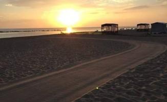 Karasu, Her Sabah Tertemiz Bir Sahil ile Misafirlerini Bekliyor