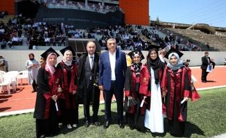 Toçoğlu SAÜ'de mezuniyet heyecanına ortak oldu