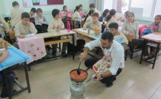 Okulda Öğrenciler Menemen Yapmayı Öğrendiler