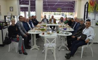 Sakarya'daki Engelli dernekleri temsilcileriyle buluşan Ersin Taranoğlu projelerini anlattı.
