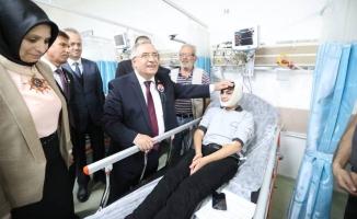 Vali Nayir 10 Kasım Töreninde Rahatsızlanan Öğrenciyi Hastanede Ziyaret Etti