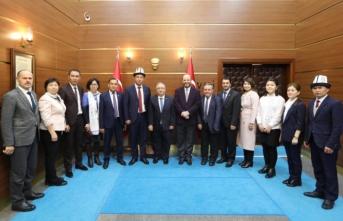 Kırgızistan Devlet Üniversitesi Heyeti Vali Nayir'i Ziyaret Etti