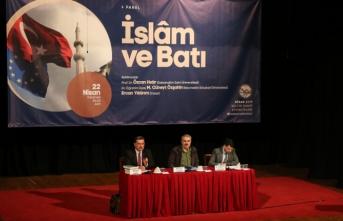 İslam ve Batı paneli AKM'de konuşuldu