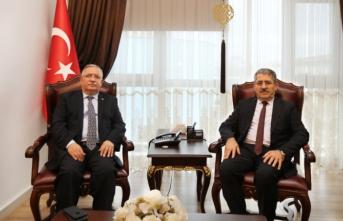 Yalova Üniversitesi Rektöründen Vali Nayir'e Ziyaret