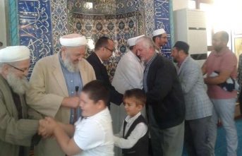 İlk Bayramlaşma Camilerde Yapıldı