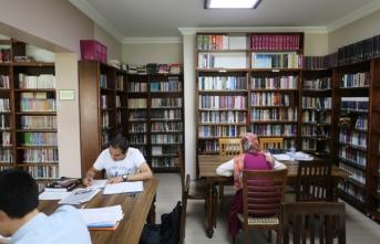 Yaz tatilinin adresi Faik Baysal Kütüphanesi