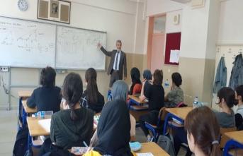 Akademisyenler Lise Öğrencileriyle Buluşuyor